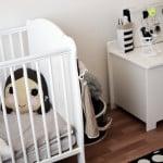 babyzimmer-fio-babybett-spielzeugtruhe-weiss