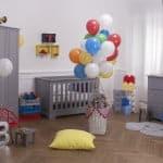 babyzimmer-traum-grau-dekoration-luftballons