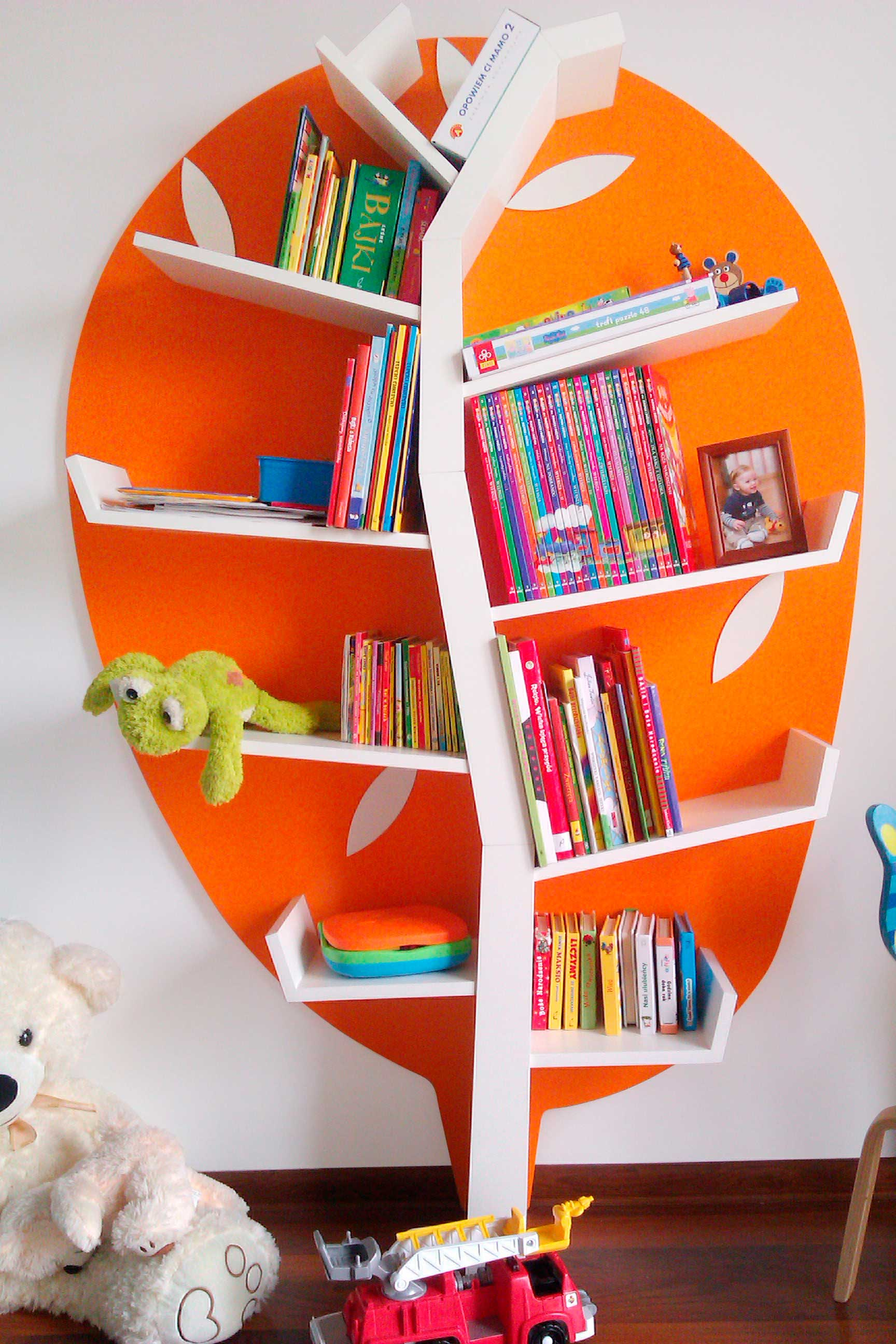 Bücherregal fürs Kinderzimmer - Wandregal Light Line bei Zimmeria