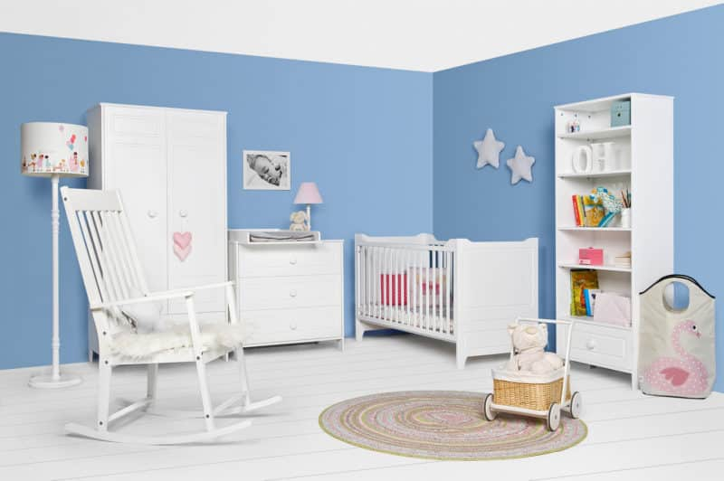 babyzimmer-cassy-weiss-komplett-mit-schrank-bett-kommode-wickelaufsatz