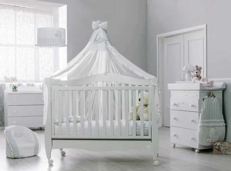 babybett magnifique mit rollen online bestellen. Black Bedroom Furniture Sets. Home Design Ideas