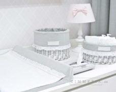 Tischlampe Potsdam Rosa mit Schleife & Holzfuss bei Zimmeria.de für Babyzimmer